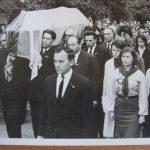 Похорон Степана Бандери. Осип Тюшка третій біля труни