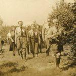 """Посвячення пластової оселі """"Новий Сокіл"""", Баффало, Нью Йорк, 1951, першим іде Северин Левицький. Фото з http://diaspora.ucu.edu.ua/пласт/"""