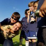 Богданка тренує хлопців грі у копаного (футбол)